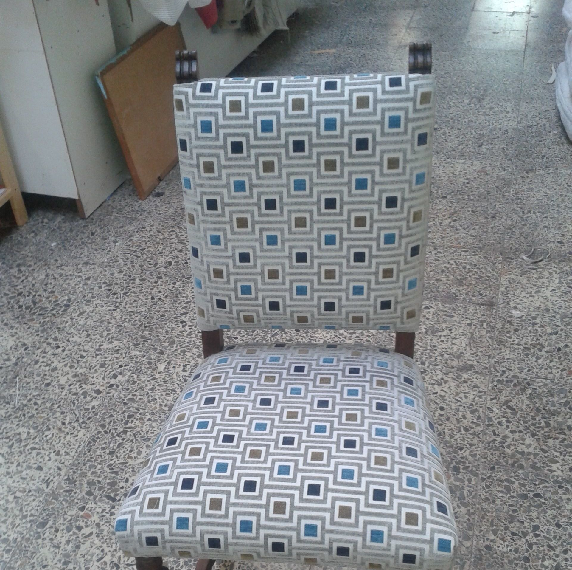 silla antigua con tela actual