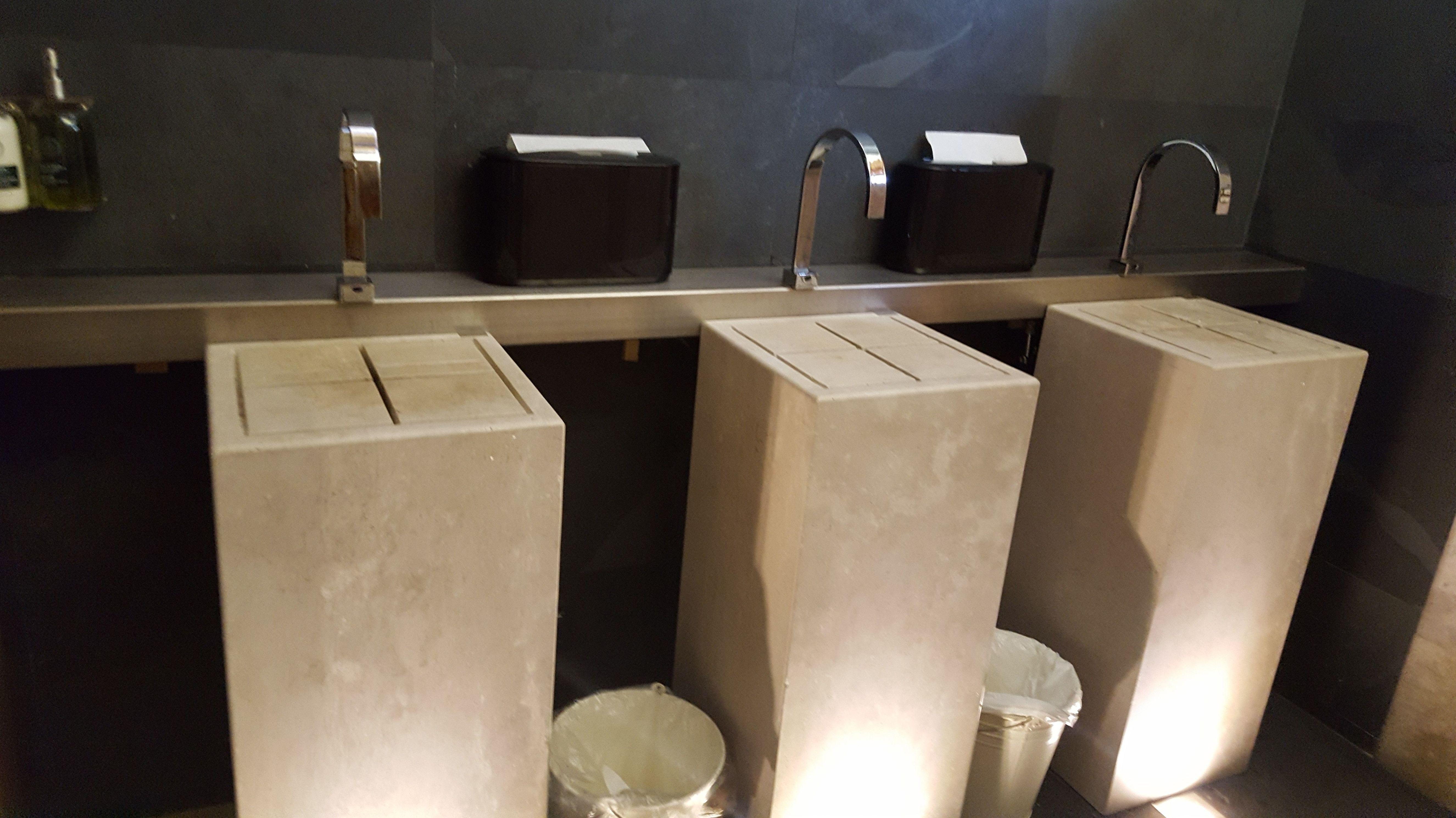 lavabos de piedra para ahorro de agua.