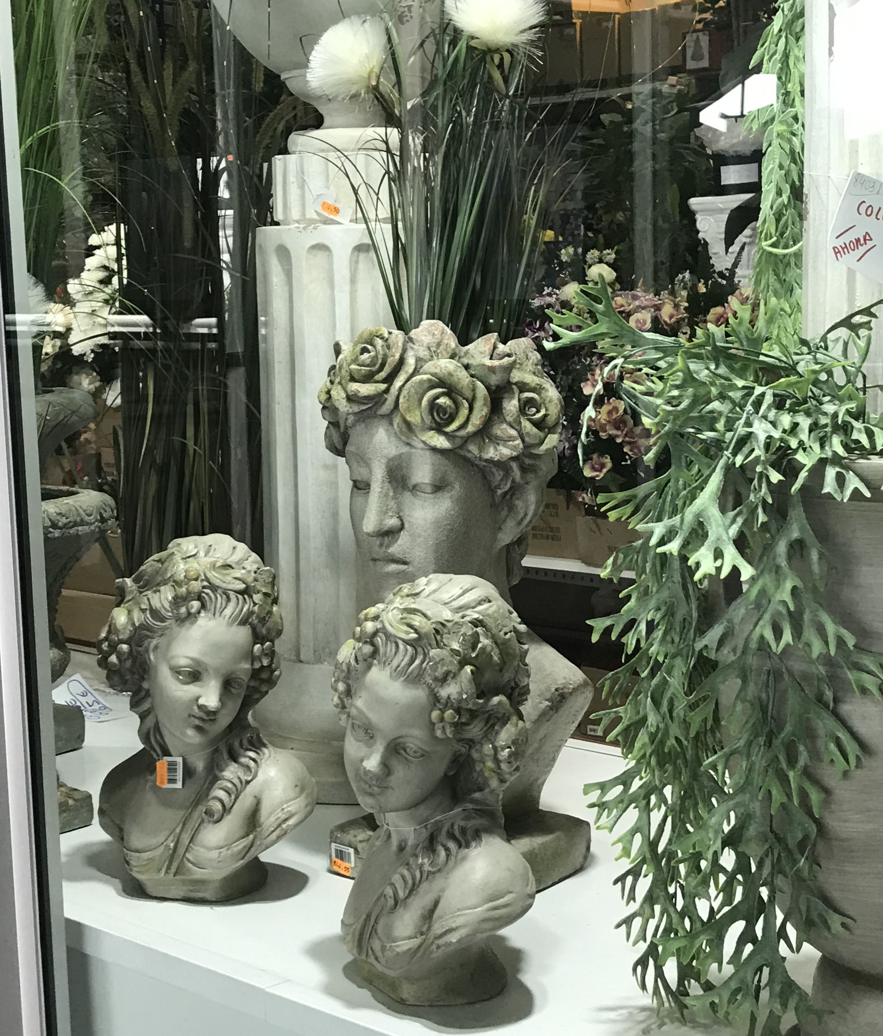 Parada de Merca Flor en Sant Boi de Llobregat- Amplia gama en complementos para floristeria y decoración