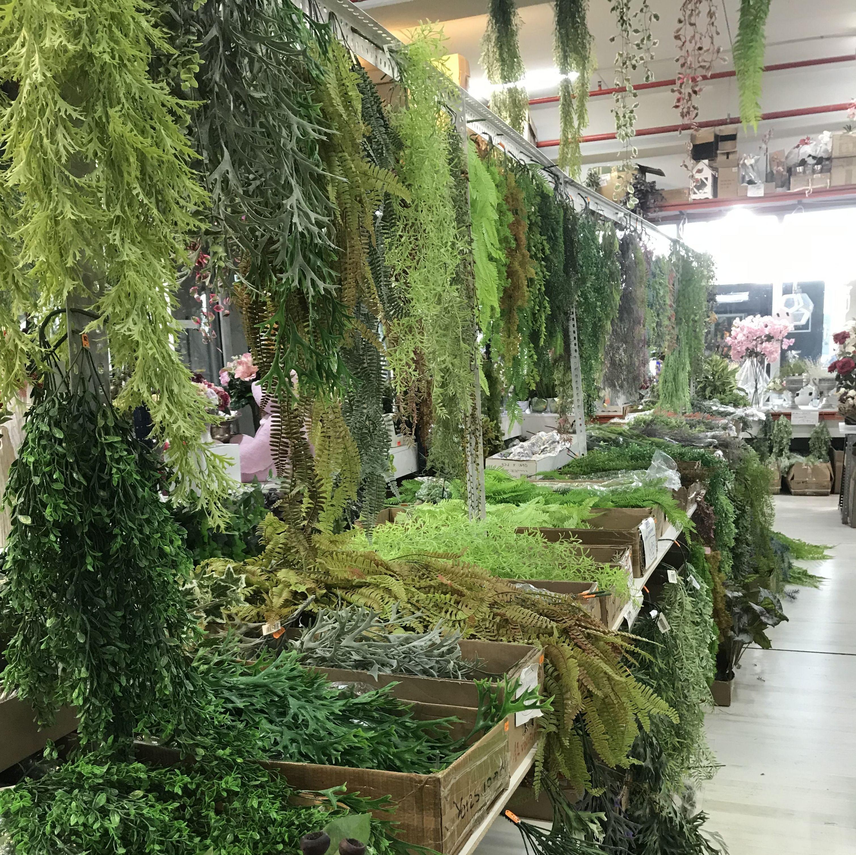 Parada de Merca Flor en Sant Boi de Llobregat- Amplia gama en Plantas Artificiales para la elaboración de jardines verticales