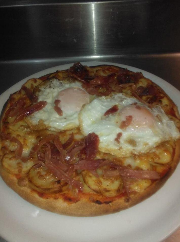 Pizza con huevos