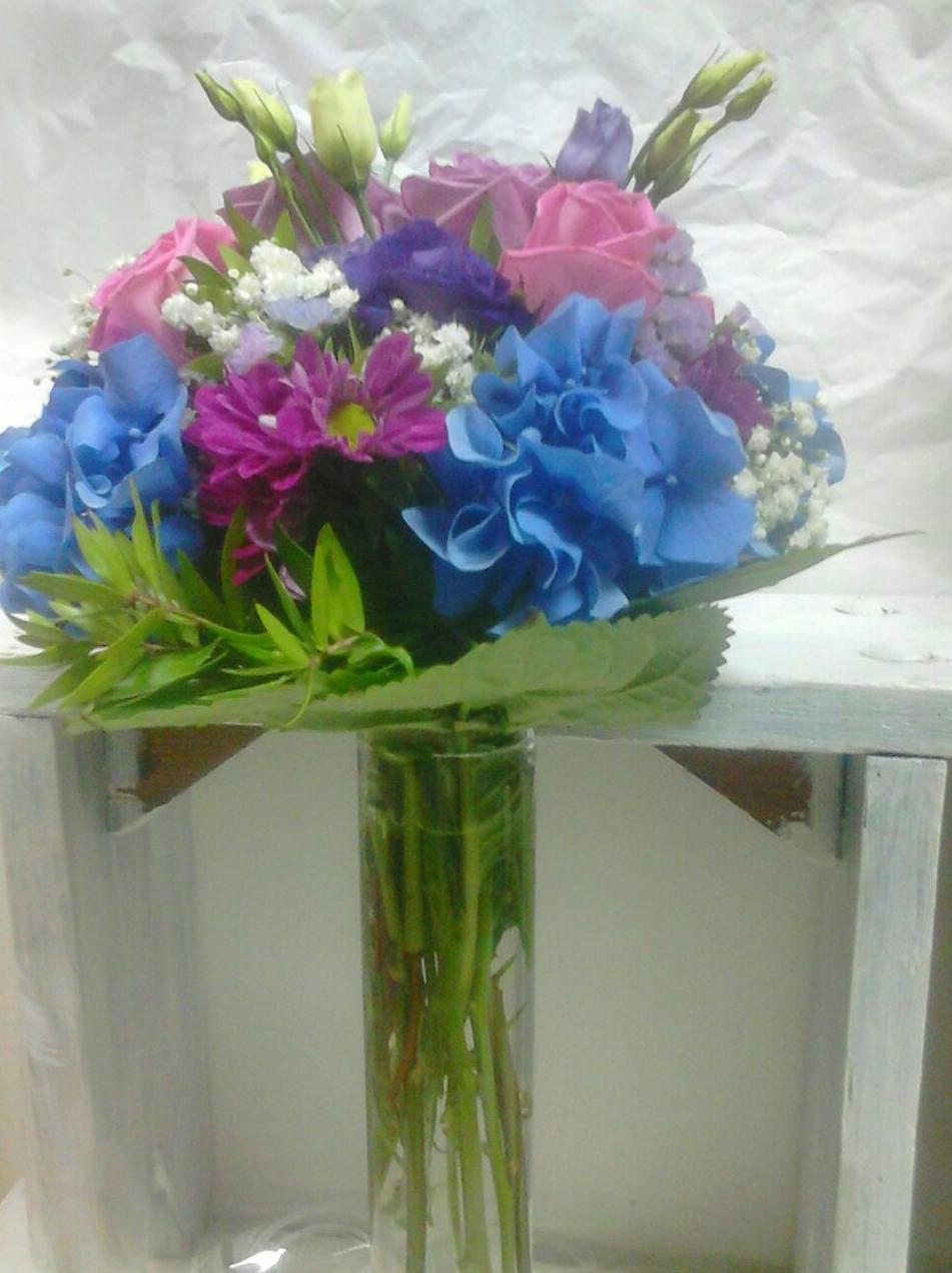 Bouquet de novia con tallos vistos