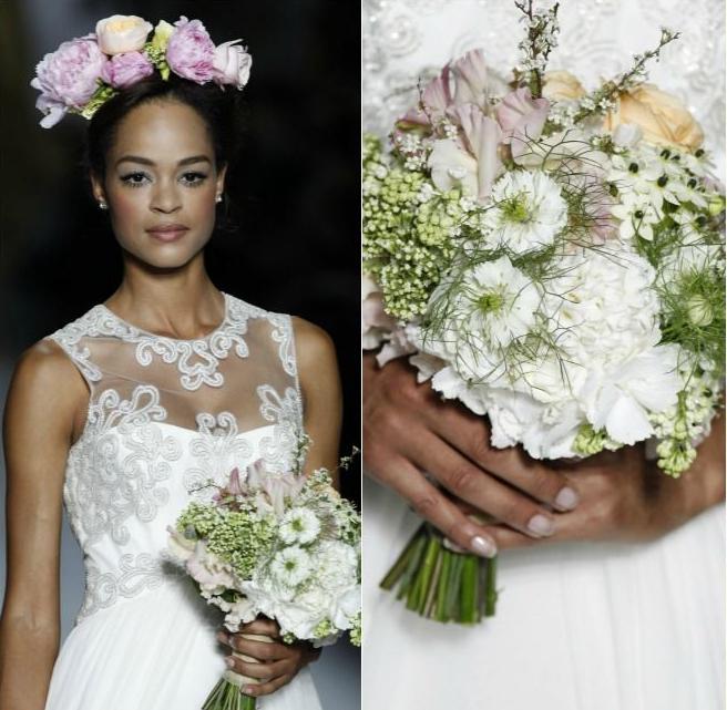 Desfile de Pronovias. Bouquet de tallos vistos cortos en tonos blancos, rosas y salmón