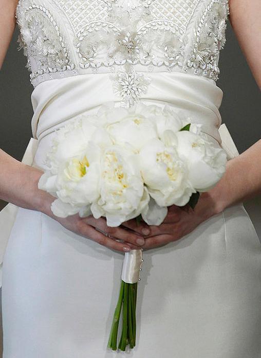 Bouquet de peonías blancas