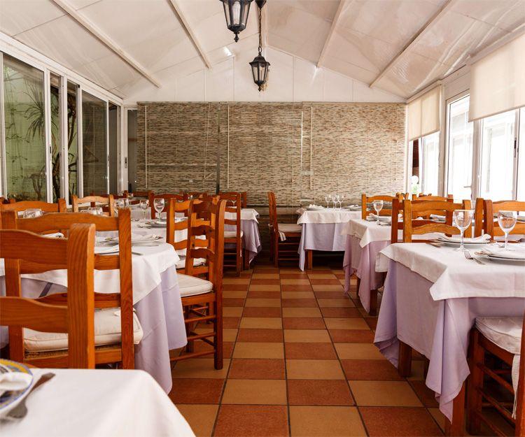 Amplios salones en nuestro restaurante Casa Navarro