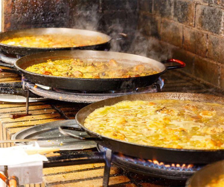 Enjoy a good paella in Valencia