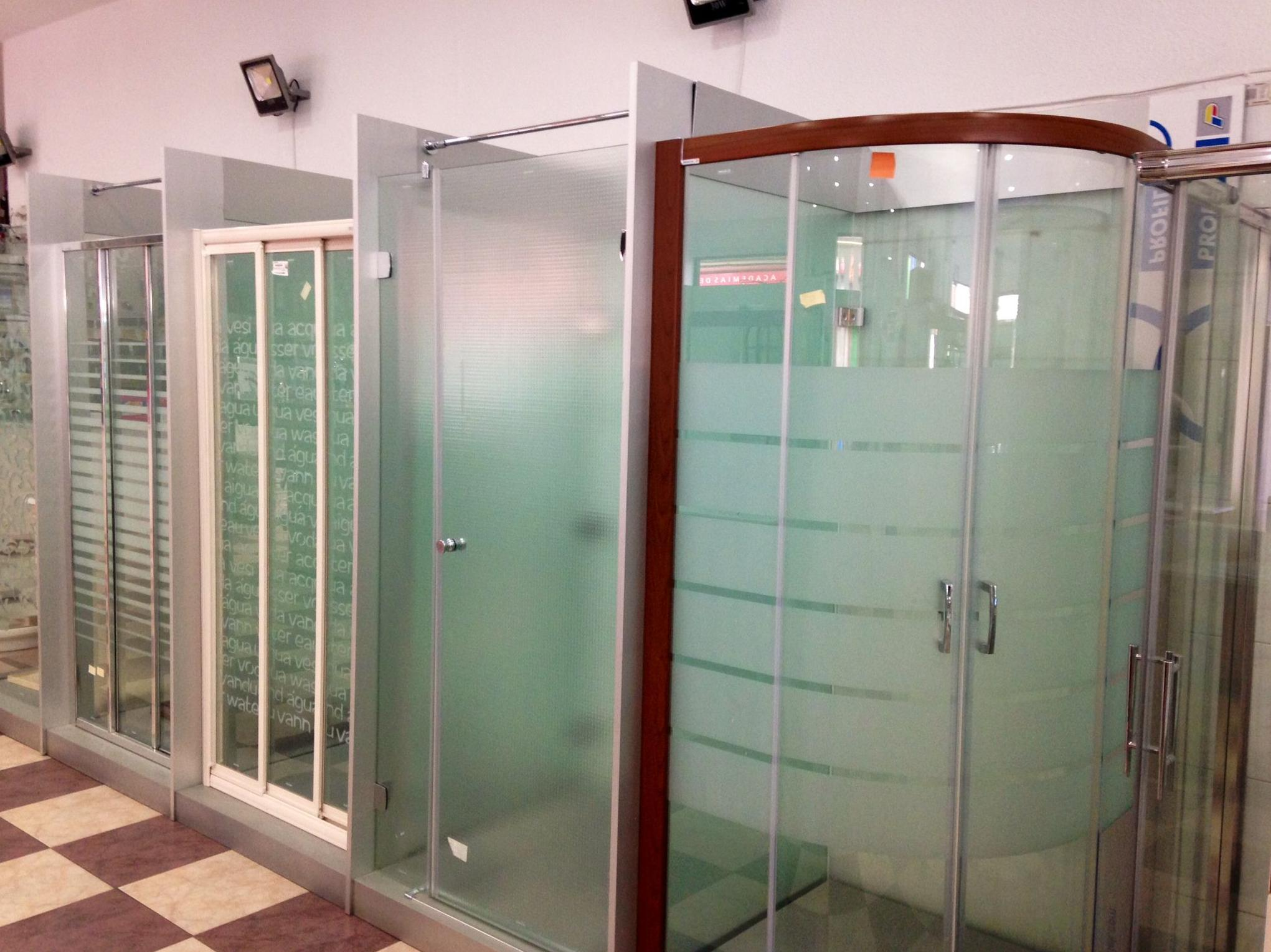 Exposición de mámparas de baño