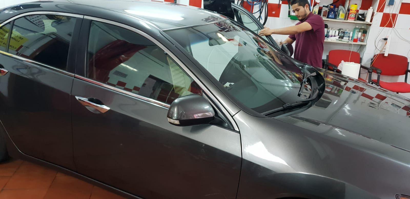 Foto 285 de Cristalería del automóvil en  | Tintado de Lunas Asturias