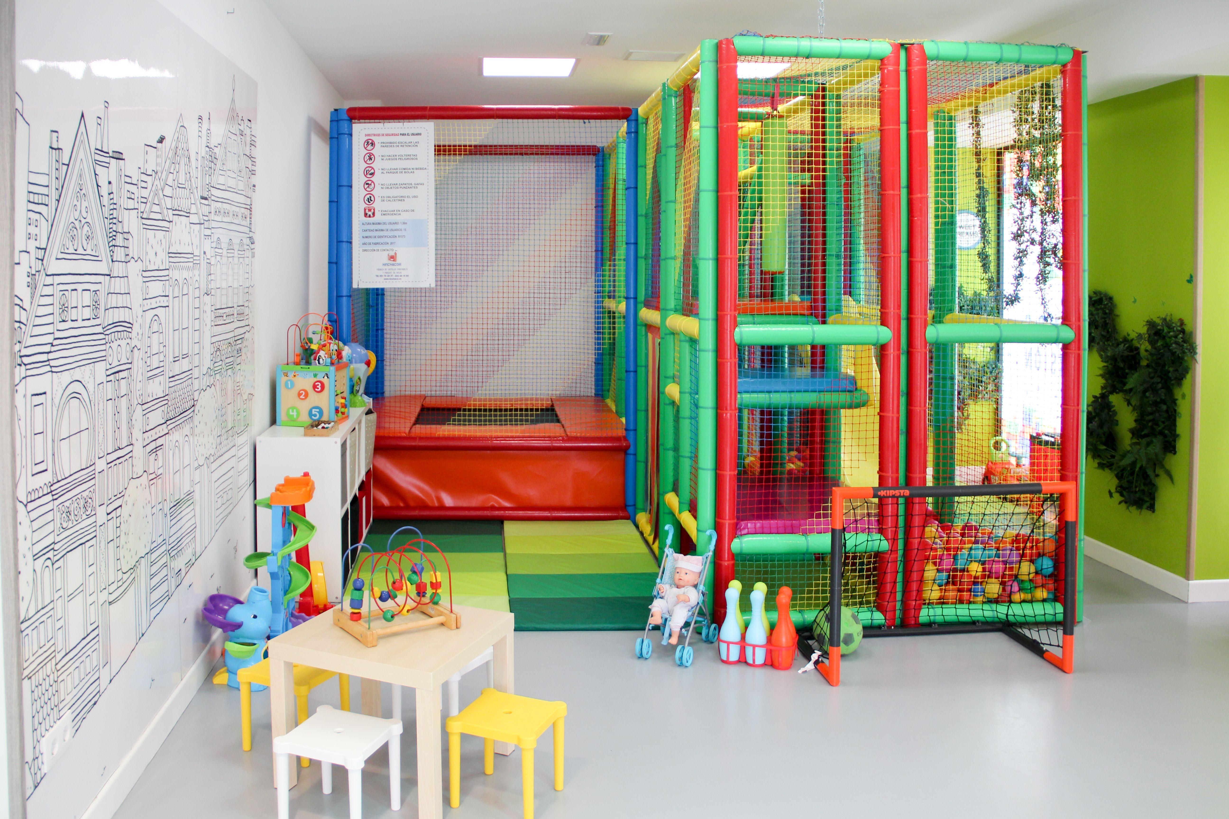 Una amplia sala para disponer mesas y sillas