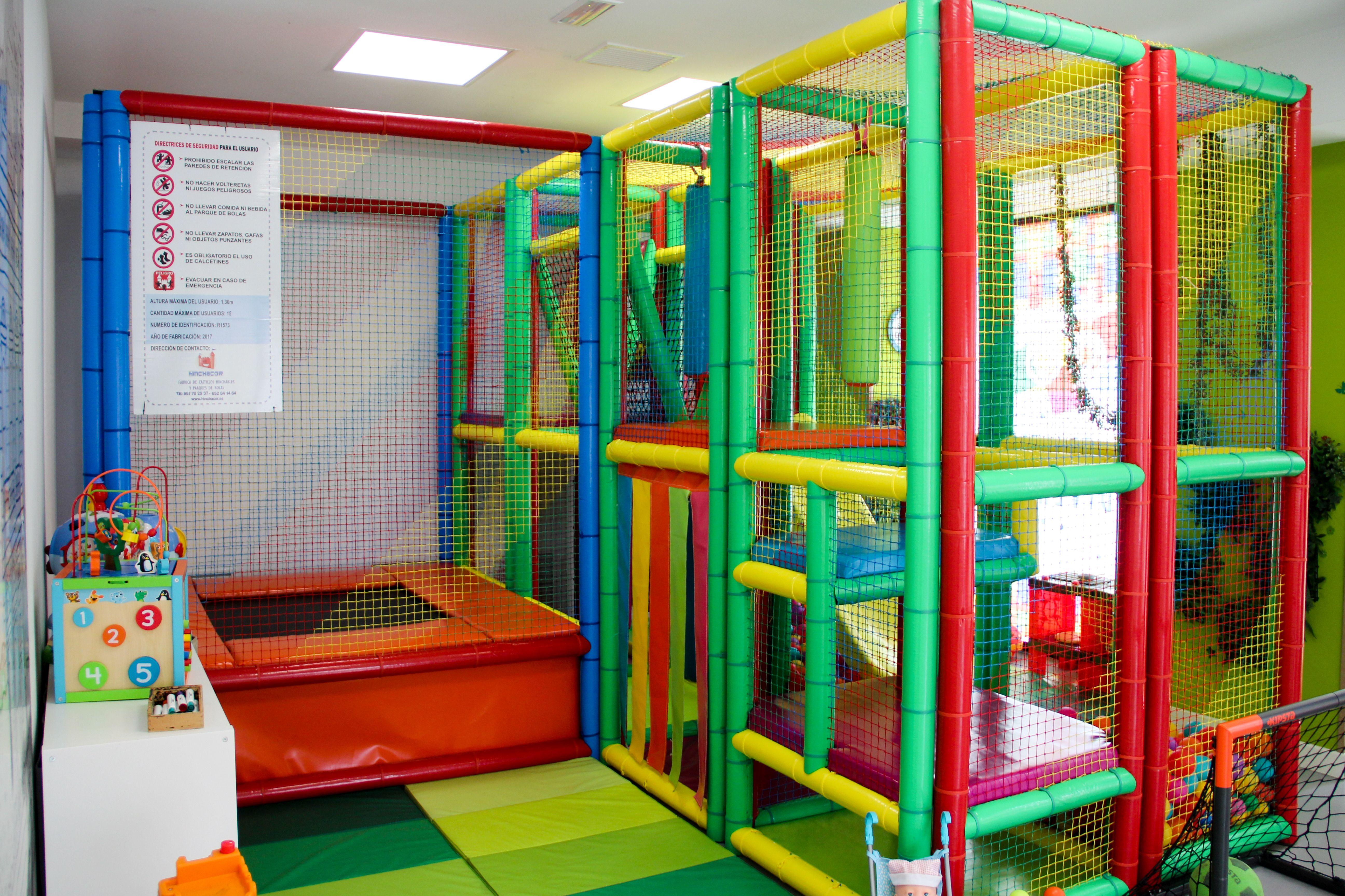 Contamos con una amplia zona de juegos para niños