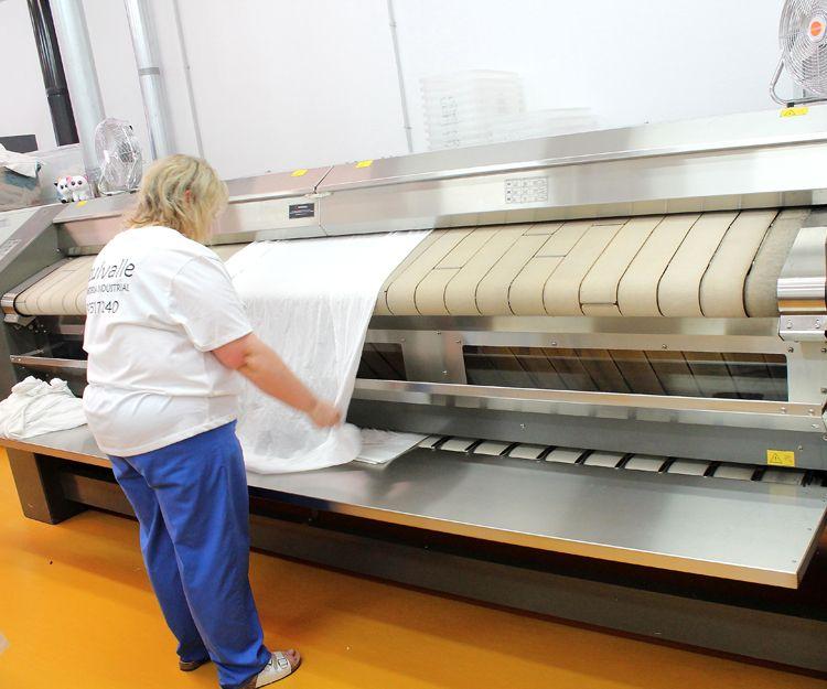 Máquina de planchado para nuestros clientes del sector hostelero en Segovia