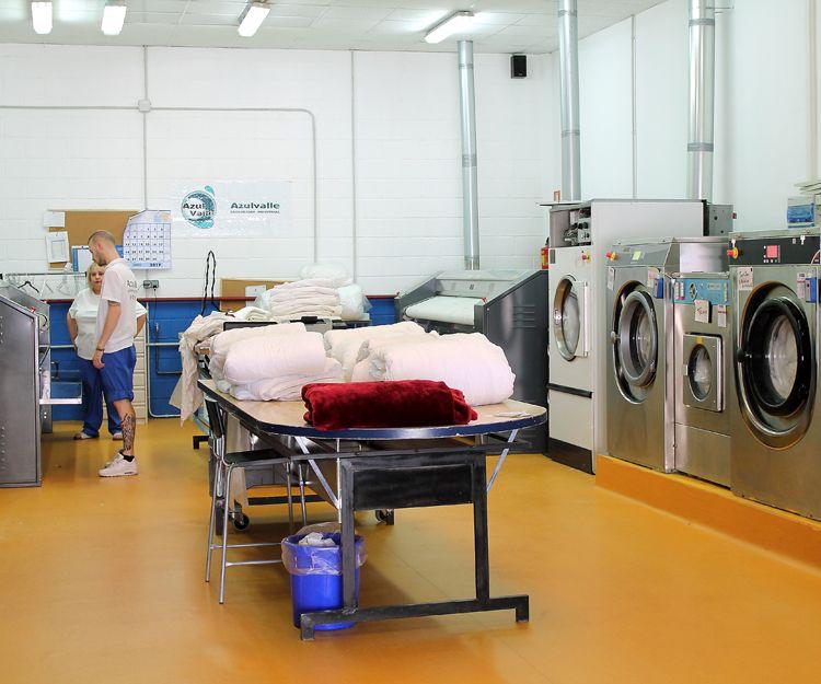 Servicio de lavandería a hoteles y colegios mayores