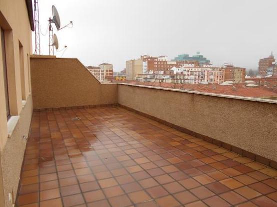 Ático Zona Avda. La Paz: Venta y alquiler de inmuebles de Inmobiliaria Renedo