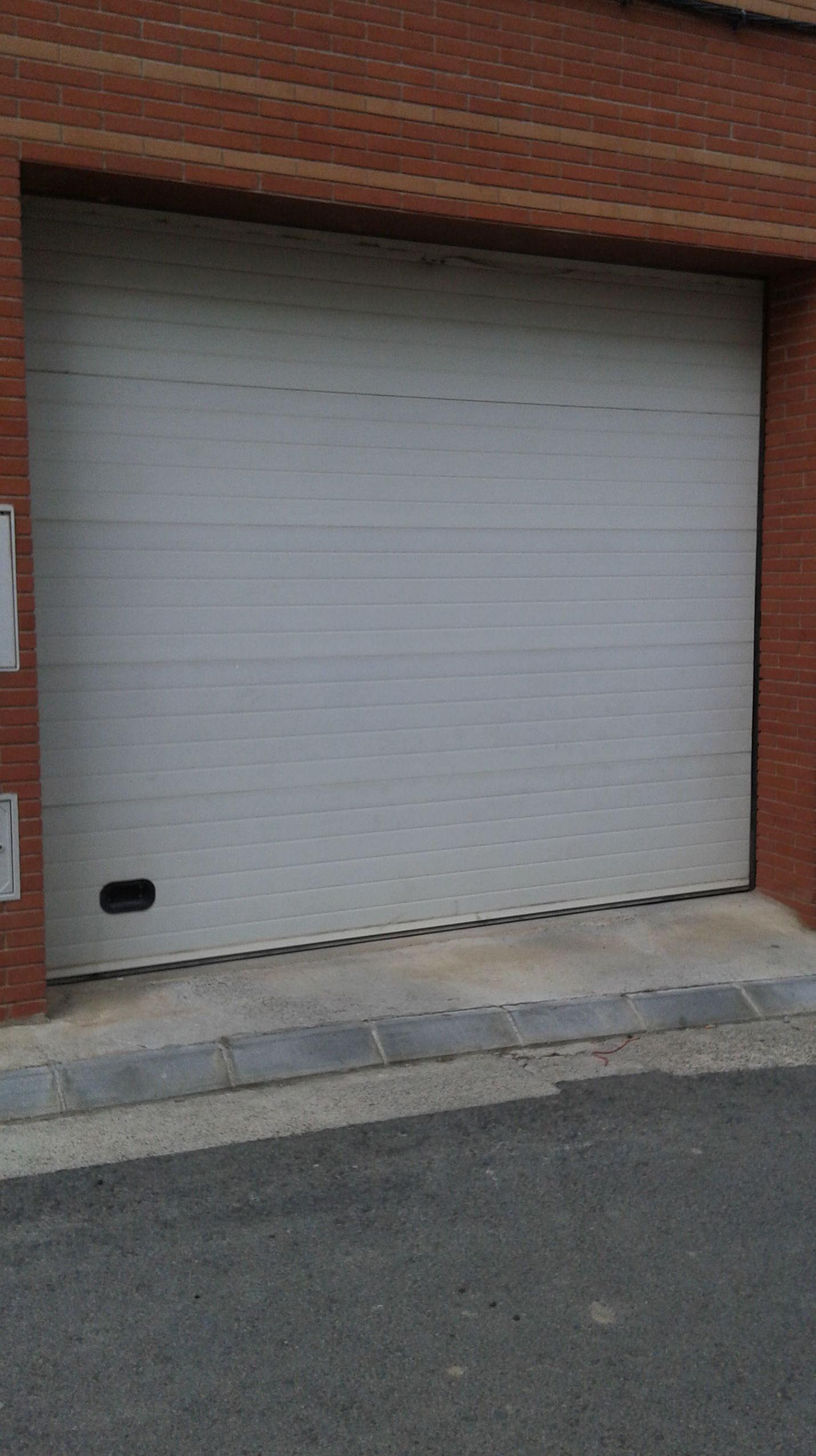 puertas seccionáles en Lleida