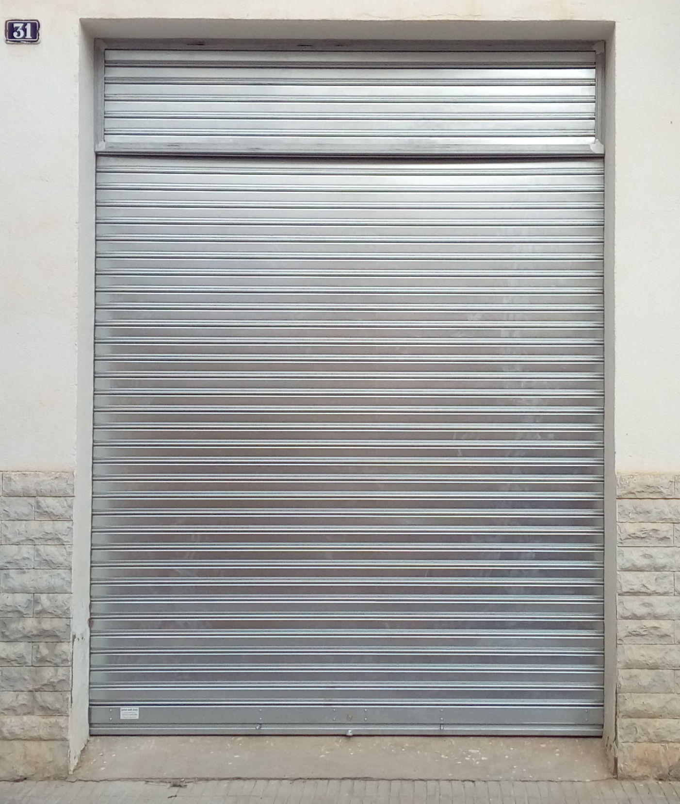 puerta enrollable con fijo superior