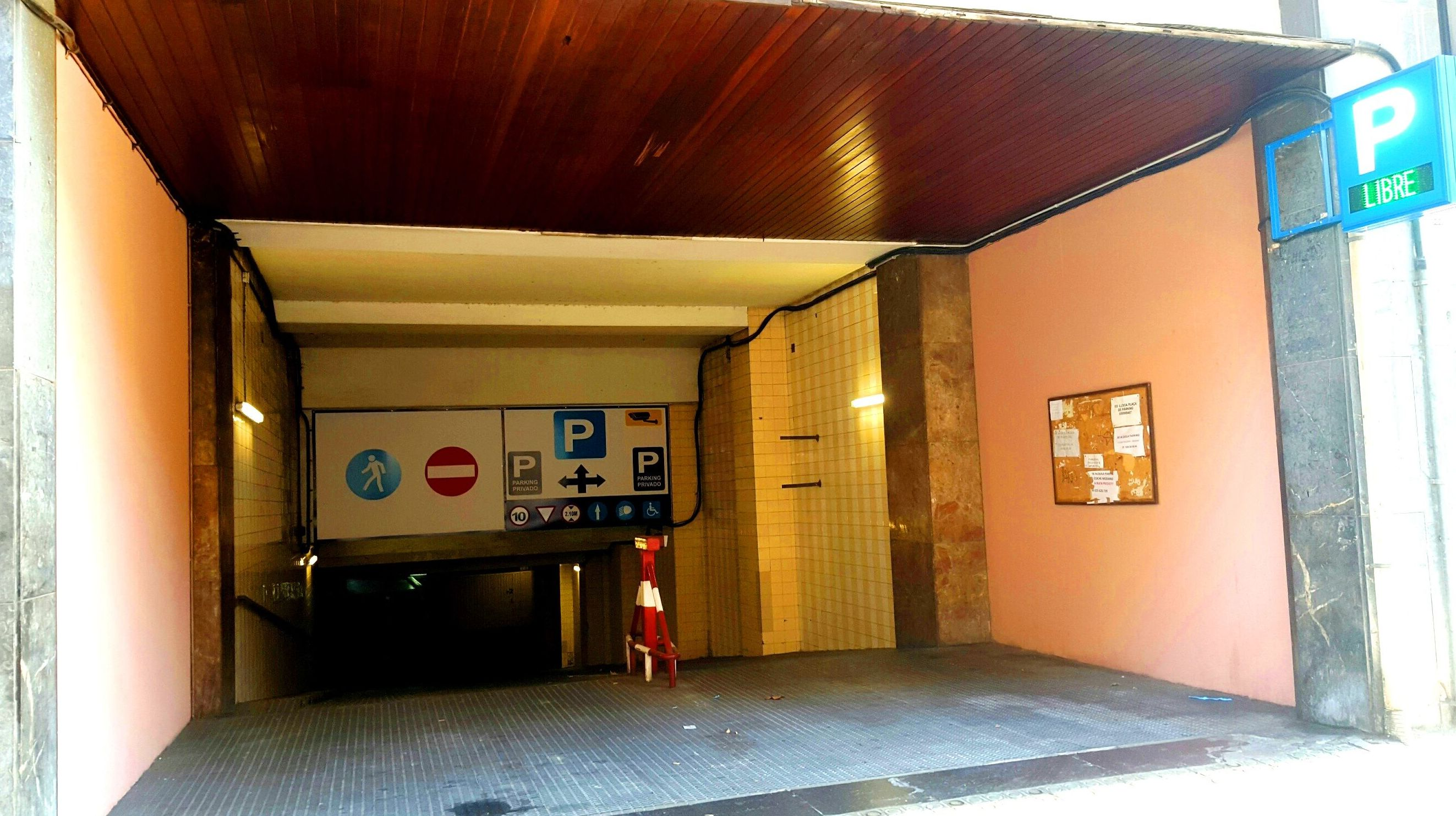 Entrada Parking Monterrey Calle entença 24