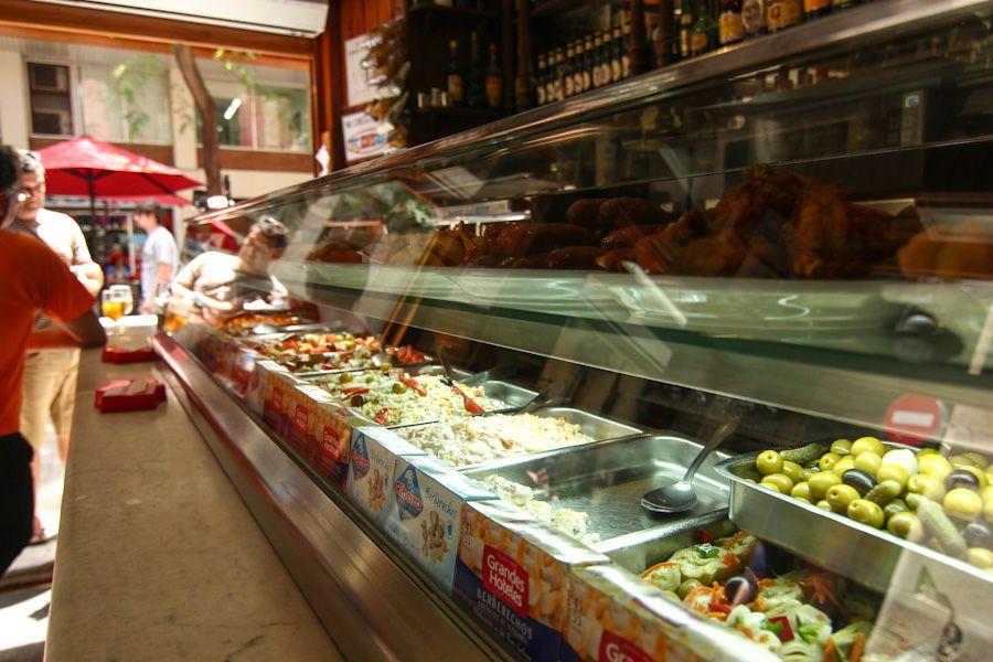 Bar de tapas y bocadillos en Barcelona