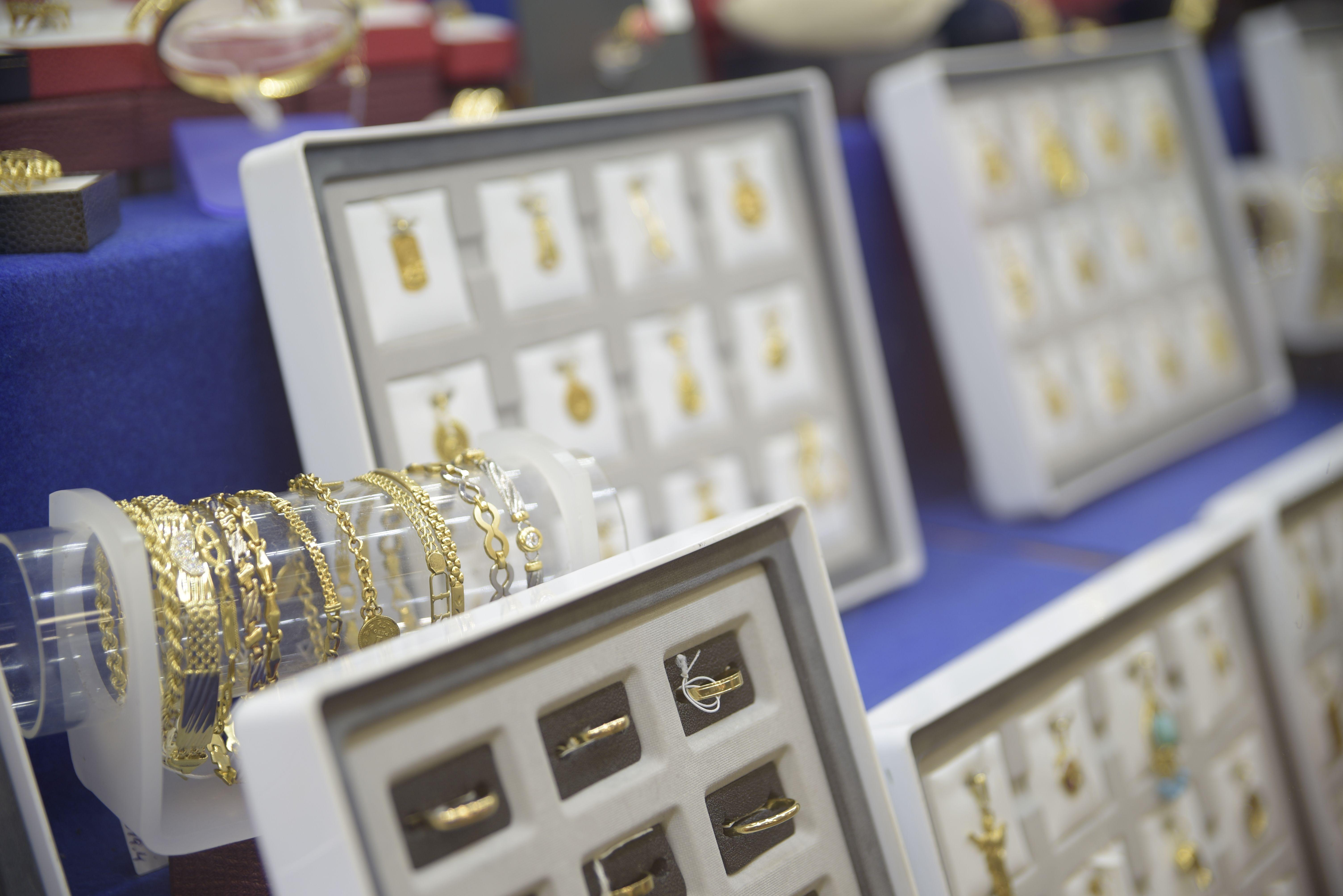 Expositor de joyas de oro