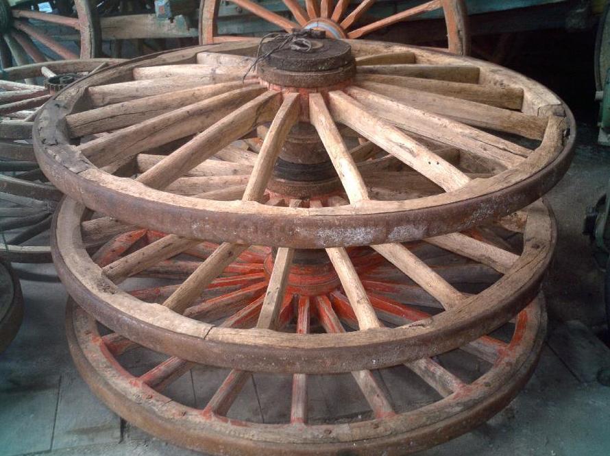 Ruedas de carro antiguo: Catálogo de Maderas Aguirre