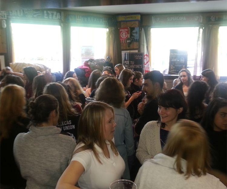 Nuestro bar lleno de amigos