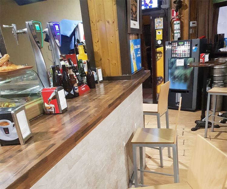 Disfruta de un rato con tus amigos en nuestro bar