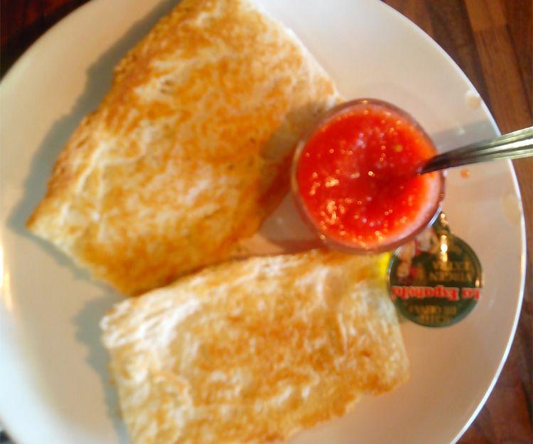 Desayuno de pan con tomate