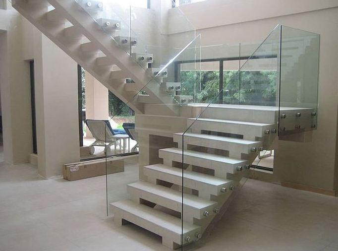 Fabricación y montaje de barandillas de vidrio en Madrid sur