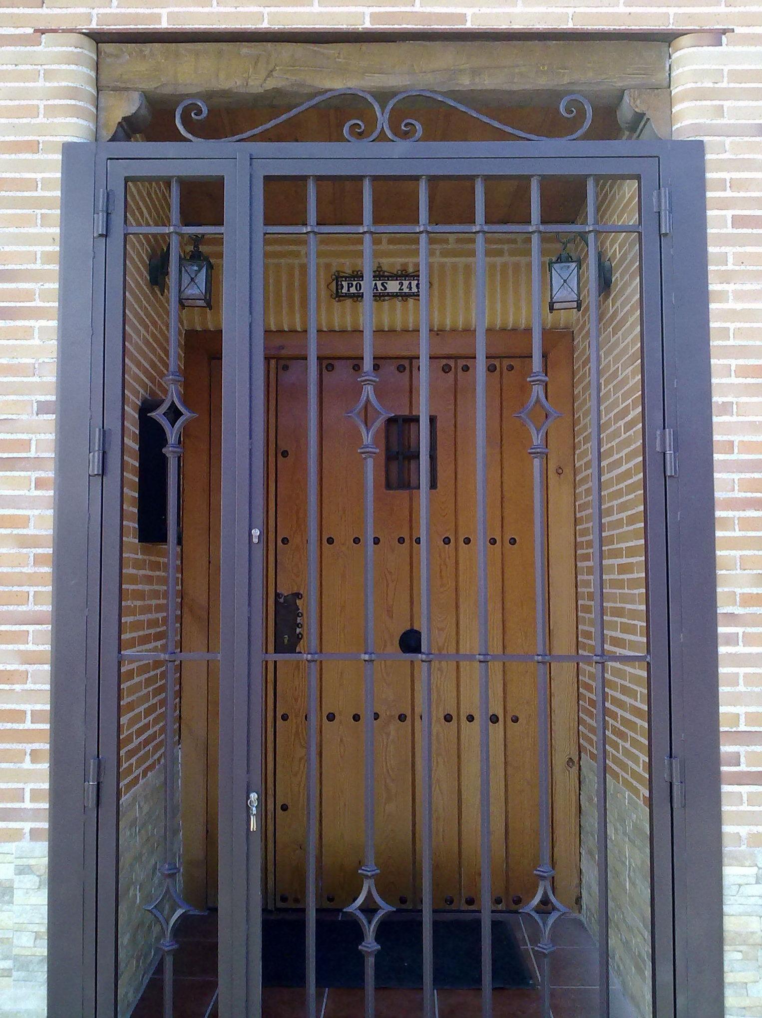 Puerta exterior de reja