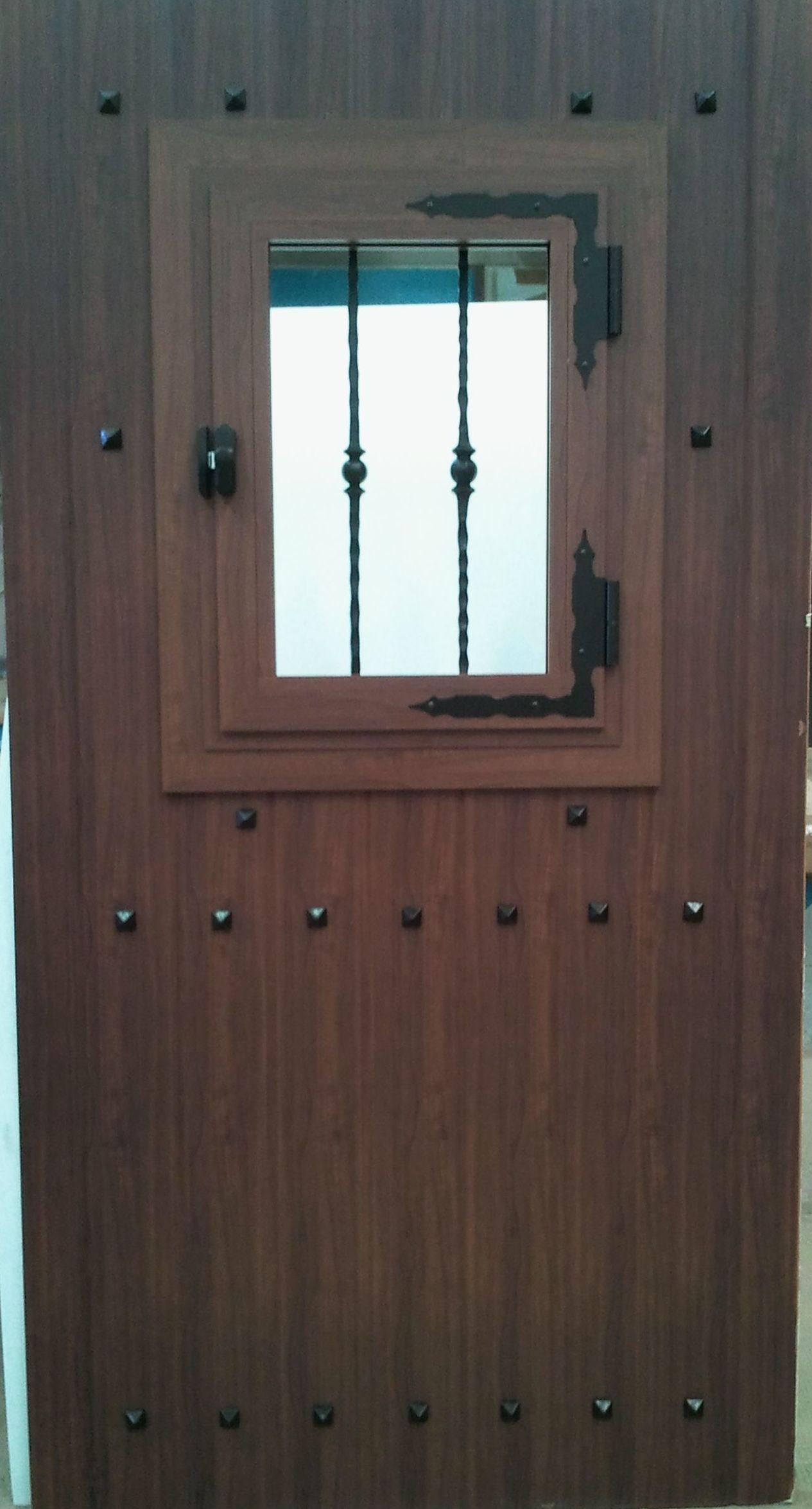 Puertas de aluminio imitación a madera
