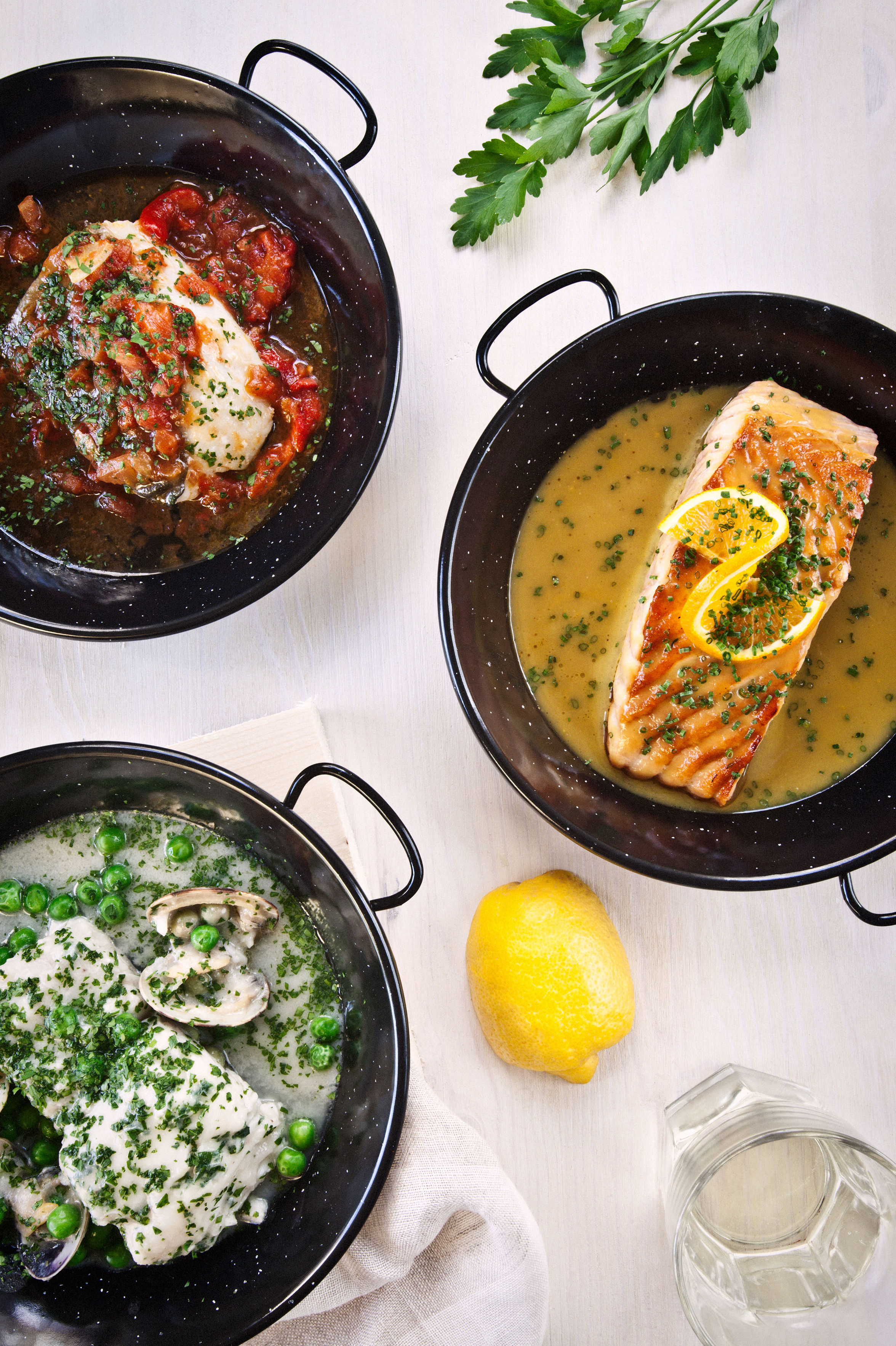 Merluza en salsa verde, salmón con salsa de citricos y bacalao a la vizcaina