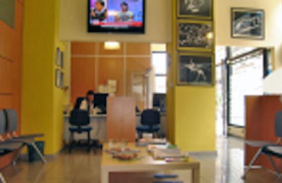 Sala de espera de Laboratorio de Análisis Clínicos CB