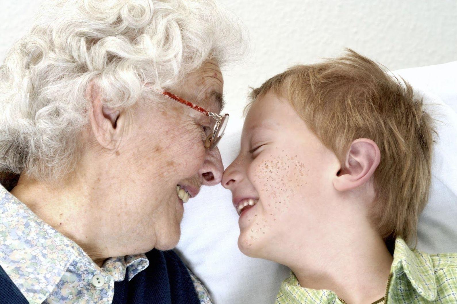 Los abuelos, grandes maestros de vida de sus nietos