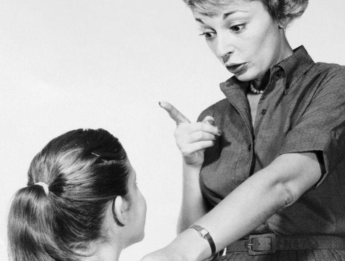 Las críticas excesivas de los padres mutilan el cerebro emocional de sus hijos