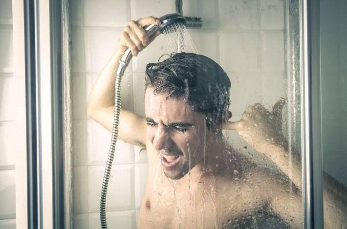¿Por qué deberías cantar bajo la ducha?