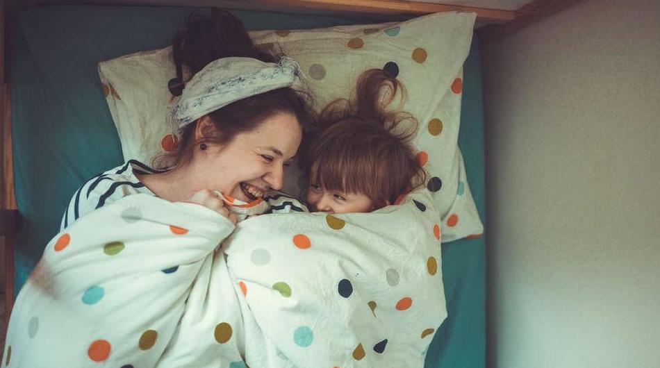 Acostar temprano a los niños mejora la salud mental de los padres, lo confirma la ciencia