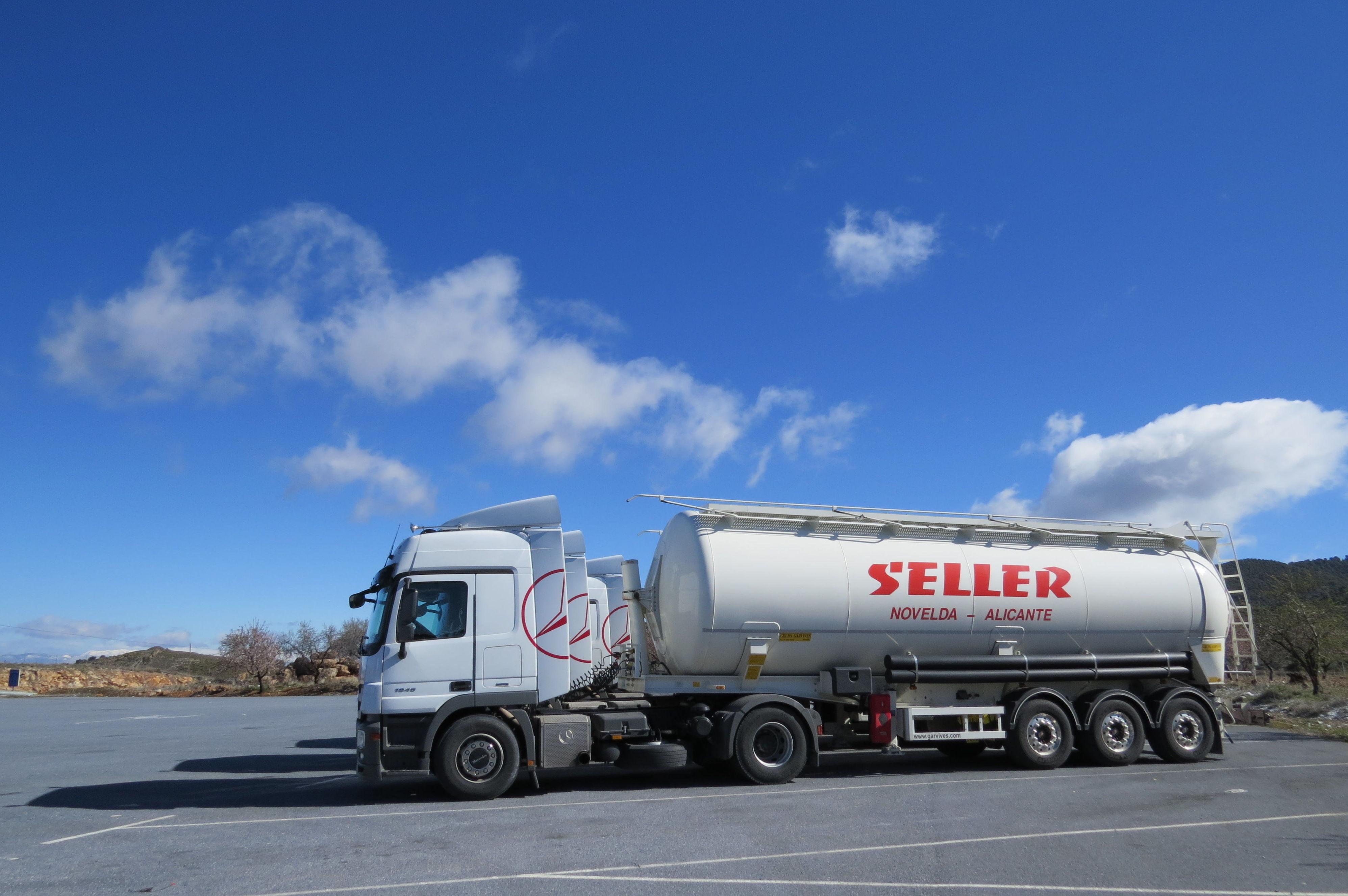 Transporte de harinas, sal y azúcar a través de cisternas alimentarias