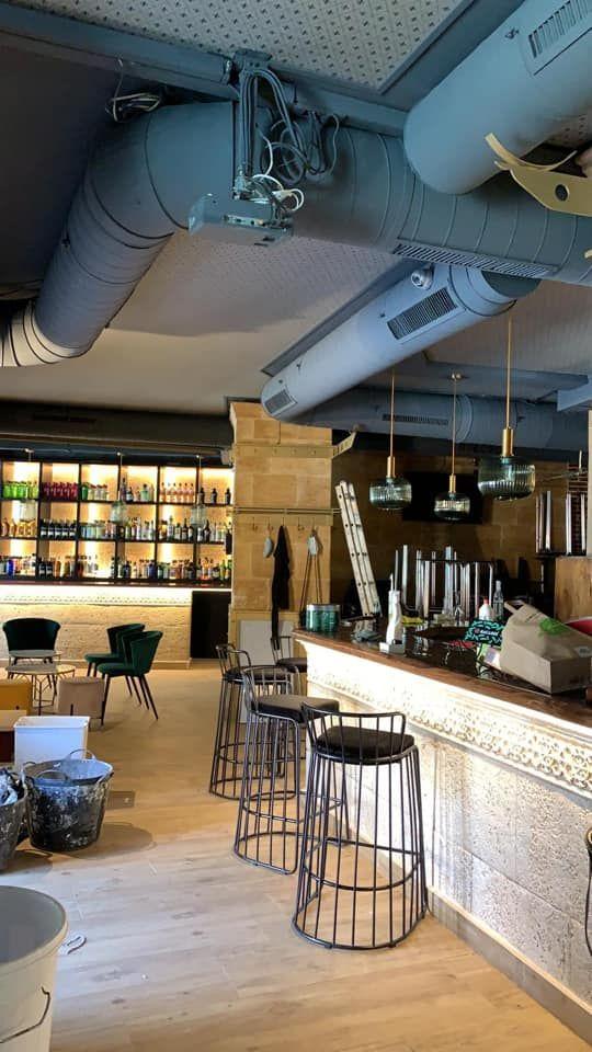 Bar de copas en plena Plaza Monterrey