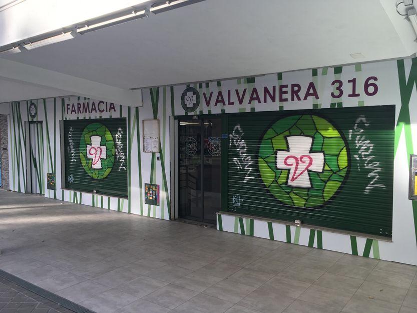 Fachada de farmacia Valvanera