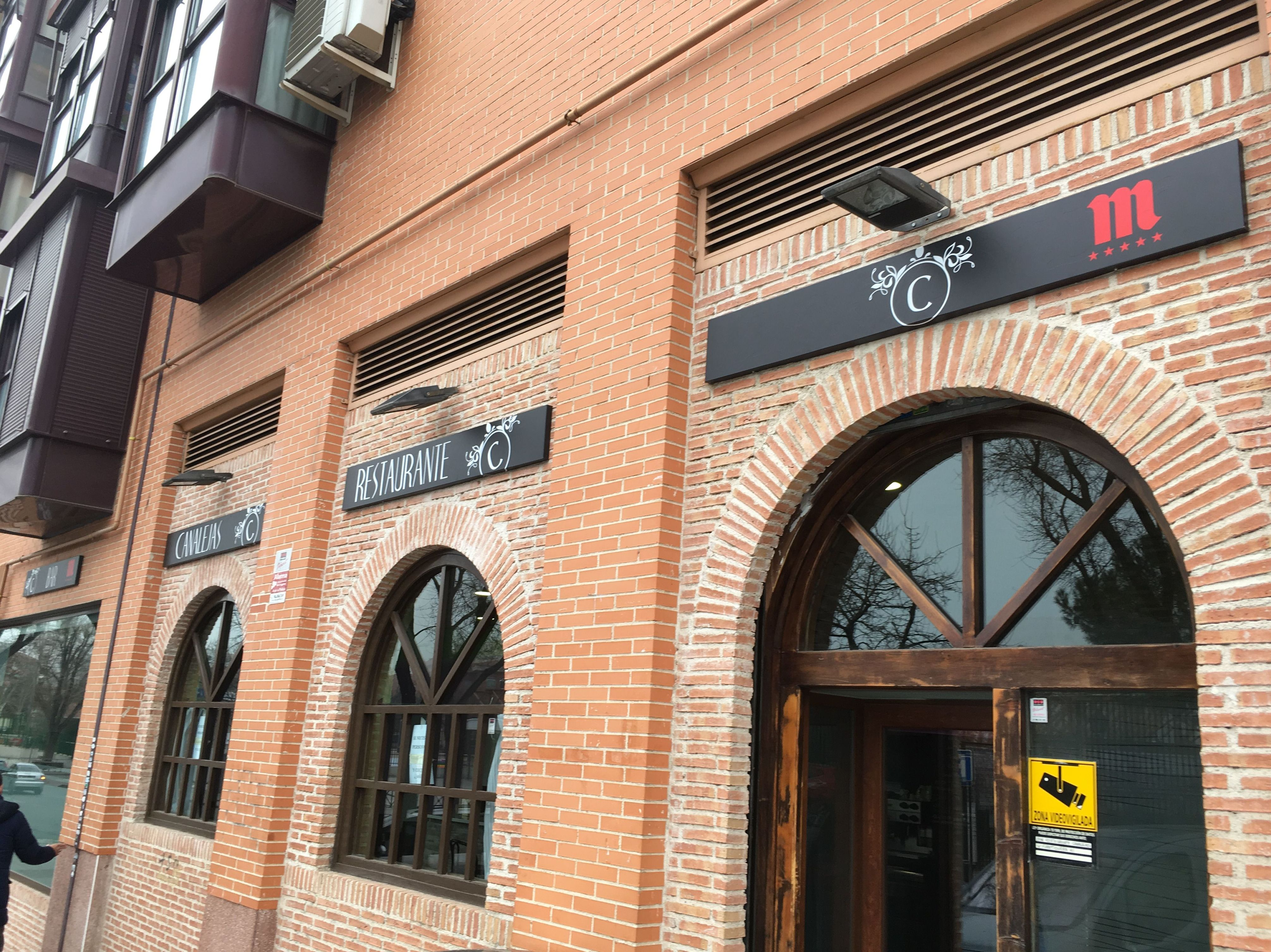 Rotulación exterior para el Bar Canalejas