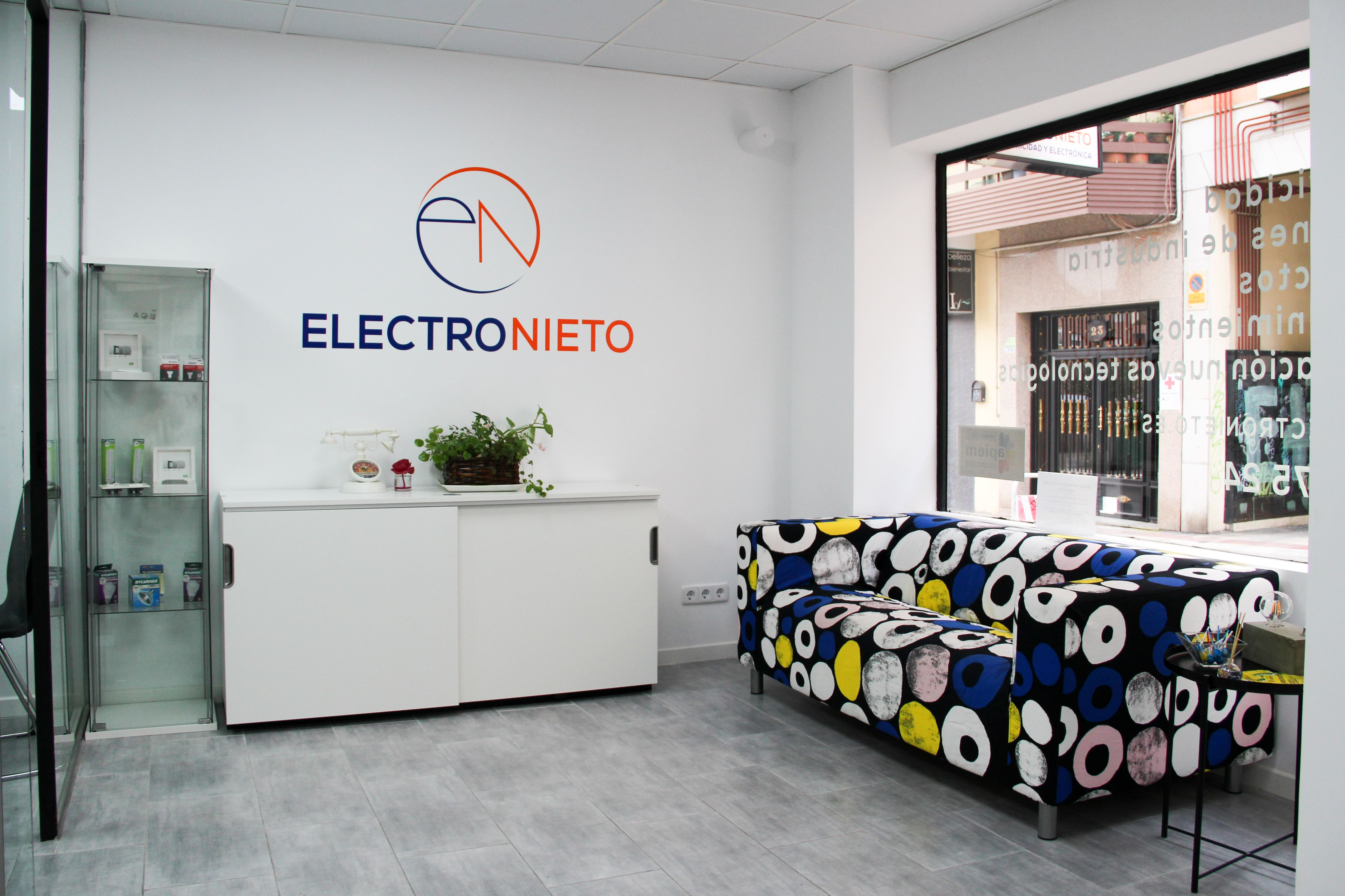 Interior local Electronieto