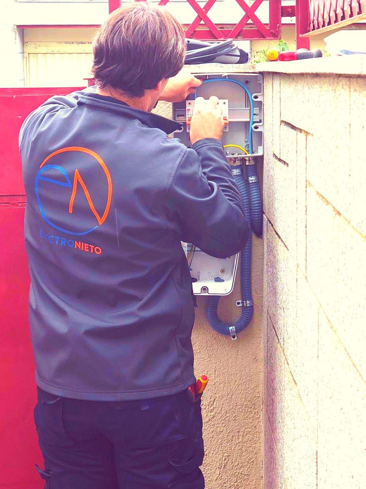 Instalación de punto de recarga para vehículo eléctrico