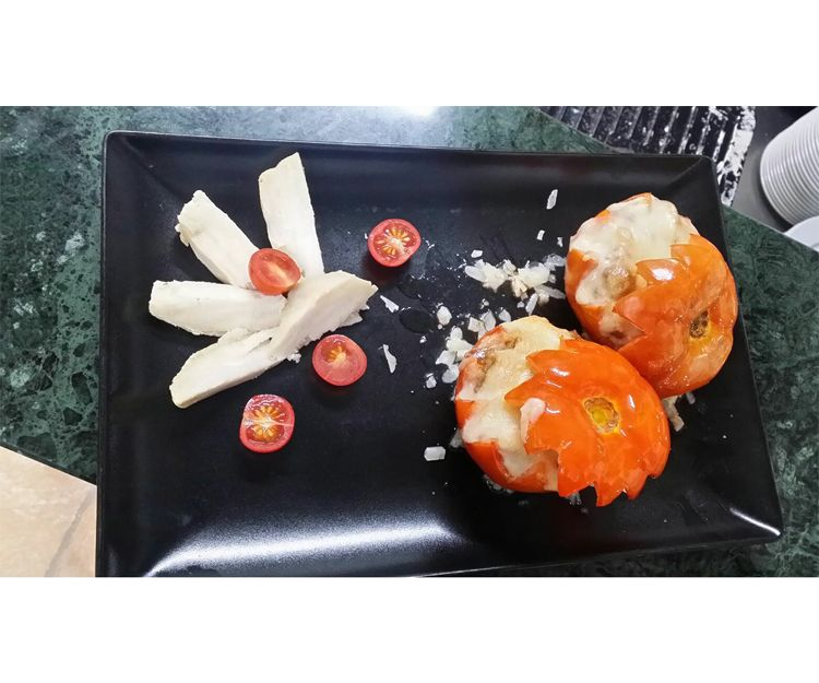 Tomates rellenos de carne y batatas