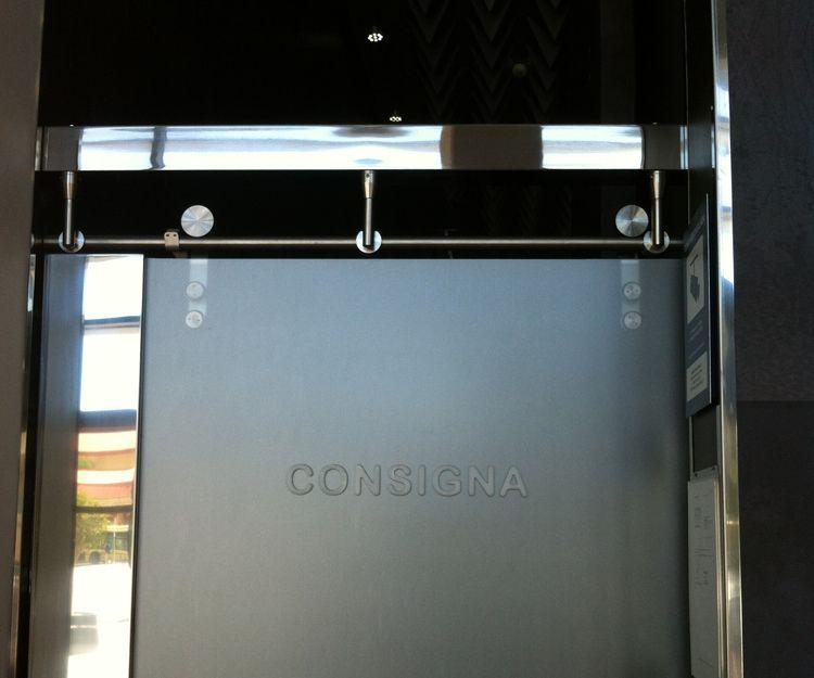 Instalación de puertas en hotel de Málaga