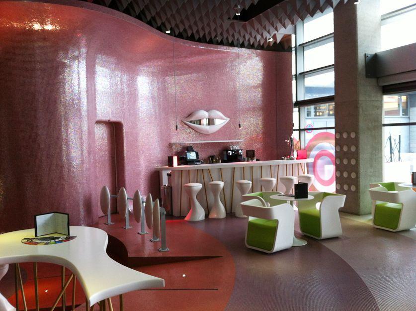 Reforma integral y decoración del bar del hotel Barceló en Málaga