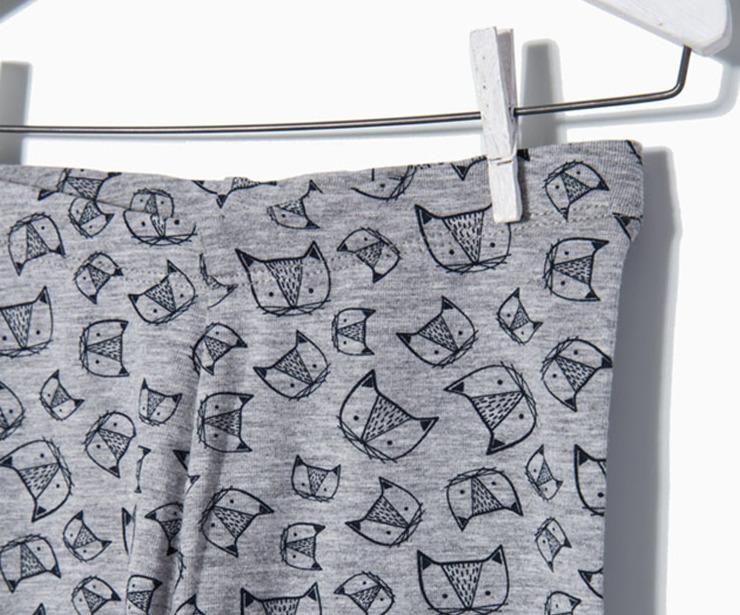 Detalle Pantalón de punto gris gatos antes 7.99 € ahora 5.59€