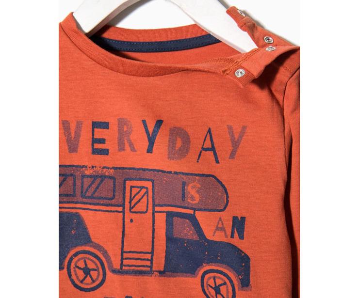 Detalle camiseta manga larga naranja Everiday Adventure antes 4.99 € ahora 2.99€