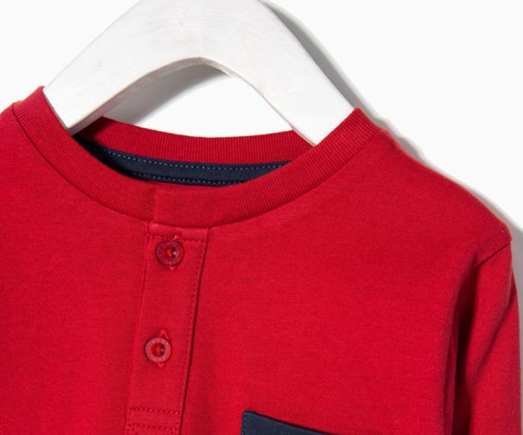 Detalle camiseta manga larga roja bolsillo azul antes 5.99 € ahora 3.48€
