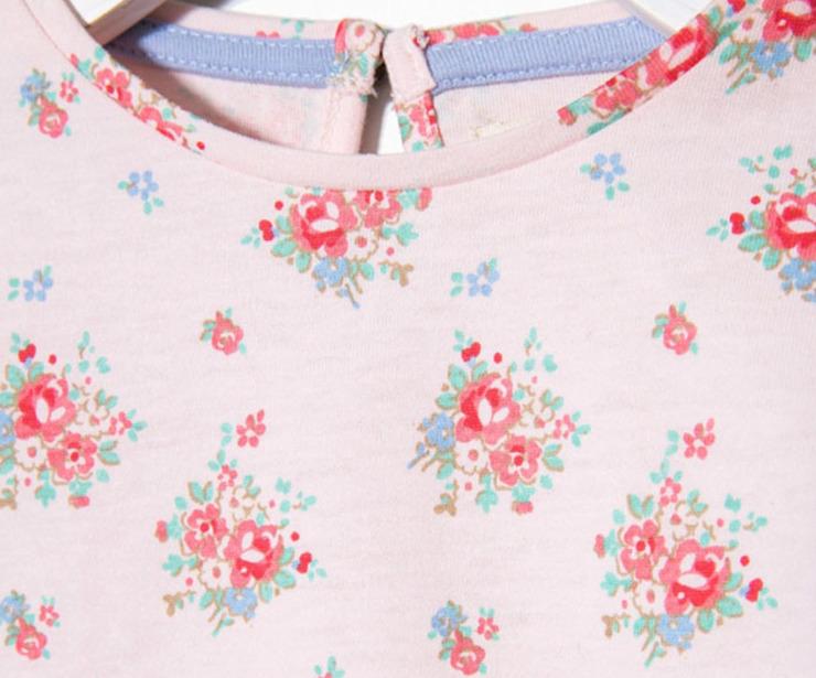 Detalle camiseta manga larga con flores rosa antes 7.99 € ahora 5.59€