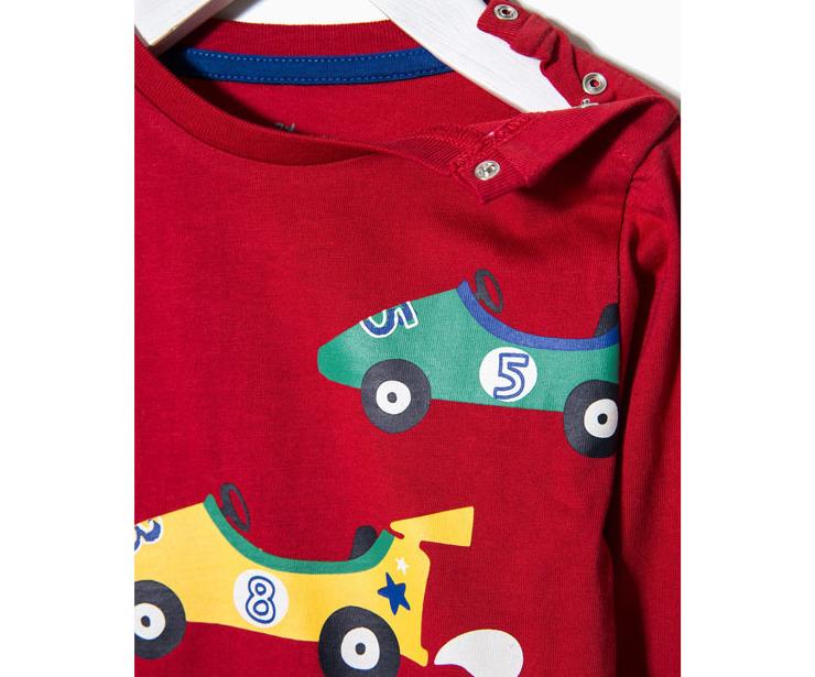 Detalle camiseta manga larga coches rojo antes 7.99 € ahora 5.59€