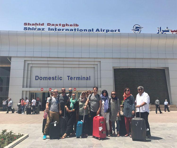 Llegada de un grupo para visitar Shiraz